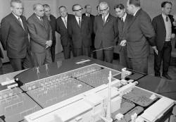 DDR-Delegation besucht Atomkraftwerk Nowo Woronesh, Quelle: Bundesarchiv, Bild 183-F1113-0205-004 / CC-BY-SA