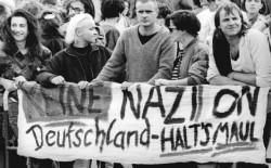 Protestaktion gegen NPD-Parteitag 1990, Quelle: Bundesarchiv, Bild 183-1990-1007-012 / Hirschberger, Ralph / CC-BY-SA