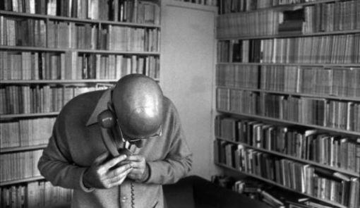 Postmoderne Denker wie Michel Foucault, Jacques Derrida oder Jacques Lacan, werden als Anti-Humanisten bezeichnet